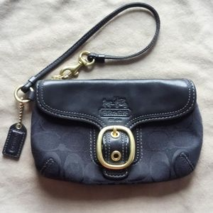 Coach Bleecker Blk Signature Buckle Flap Wristlet